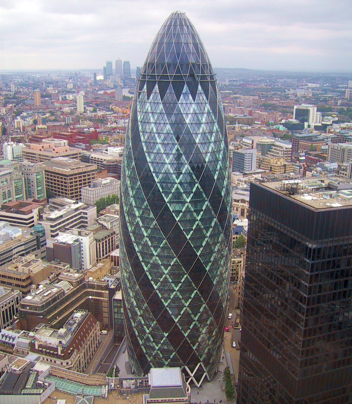 http://cudaswiata.files.wordpress.com/2009/03/30_st_mary_axe_gherkin1.jpg