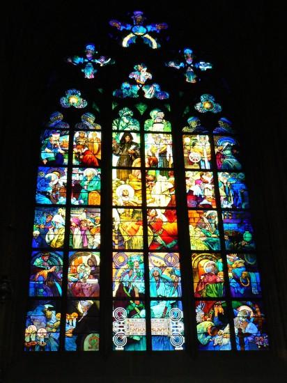 Witraz Muchy w Katedrze sw Wita