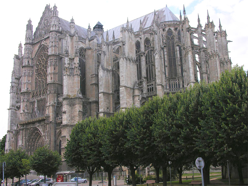 beauvais_cathedral_se_exterior.jpg