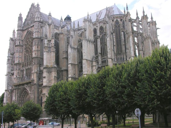 Beauvais_Cathedral_SE_exterior